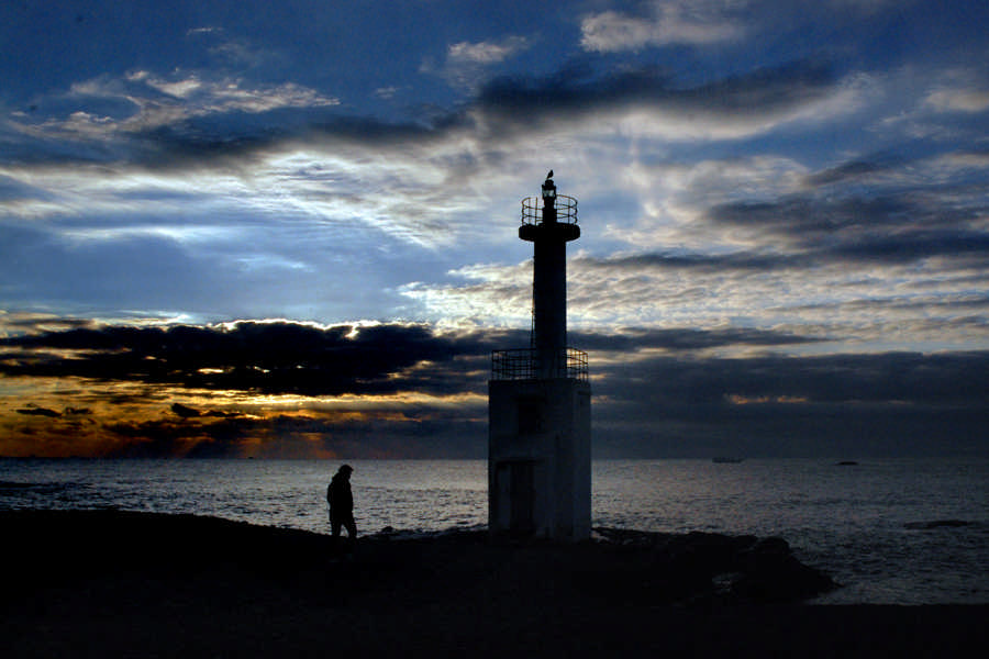 磯浜灯柱の夜明け2