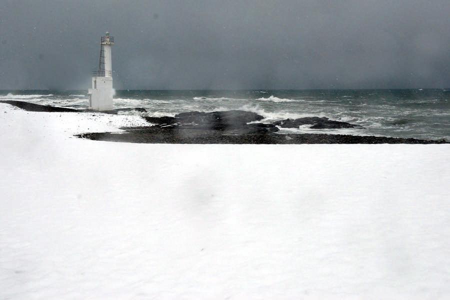 눈이 오는 헤타로 바닷가