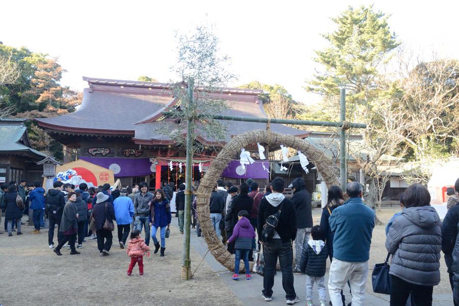 새해 참배객으로 붐비는 오오아라이 이소자키신사