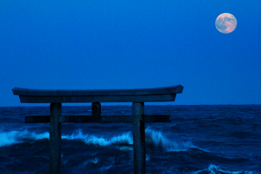 Kamiiso no Torii and the famous mid-autumn moon